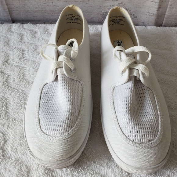 52885874737 GRASSHOPPERS SHOES WOMENS SIZE 9M White